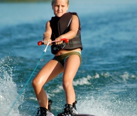 waterskiing image
